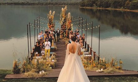 Here's How To Get Creative With Your Wedding Ceremony Seating